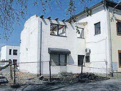 Městský úřad ve Ždírci dozná změn. V současnosti se přistavuje zvláštní část budovy, kde bude obřadní síň i jednací sál.