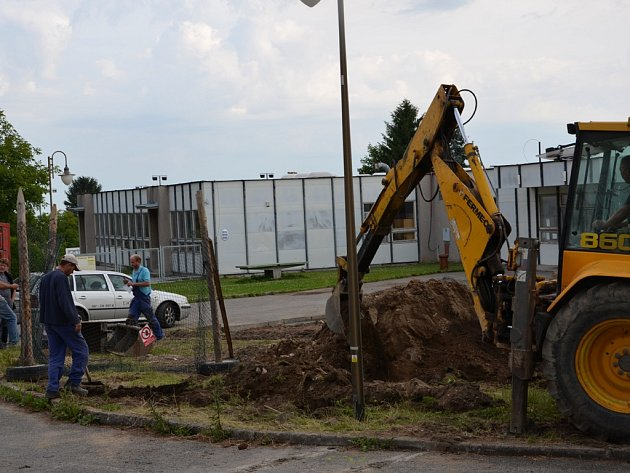 Stavební ruch nyní panuje také v areálu školy v Golčově Jeníkově.