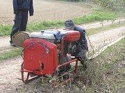 Pět hasičských sborů trénovalo jak dopravit vodu na velkou vzdálenost.