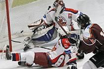 Na zápasovou vytíženost si nemohou stěžovat brodští hokejoví dorostenci HC Rebel. Už jich sehráli šest.