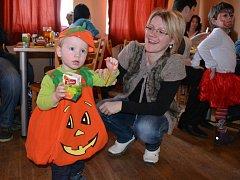 Na dětském karnevalu ve Vilémovicích se bavili děti i dospělí.