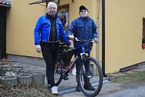 Ladislav Rasocha daroval své starší kolo dětem z dětského domova v Nové Vsi u Chotěboře.