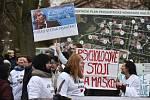 Ministr zdravotnictví Adam Vojtěch navštívil 21. února 2020 Psychiatrickou nemocnici Havlíčkův Brod, jejíhož ředitele Jaromíra Maška 14. února 2020 odvolal. Na snímku jsou zaměstnanci nemocnice vyjadřující podporu odvolanému řediteli.