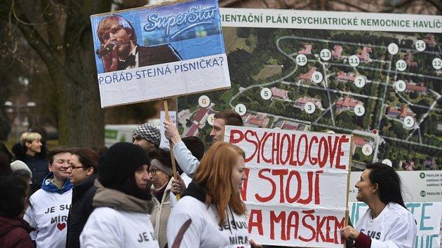 Odvolaného ředitele psychiatrie podpořily v Havlíčkově Brodě stovky lidí