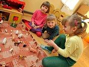 Děti z domova chodí do nechanické základní školy.