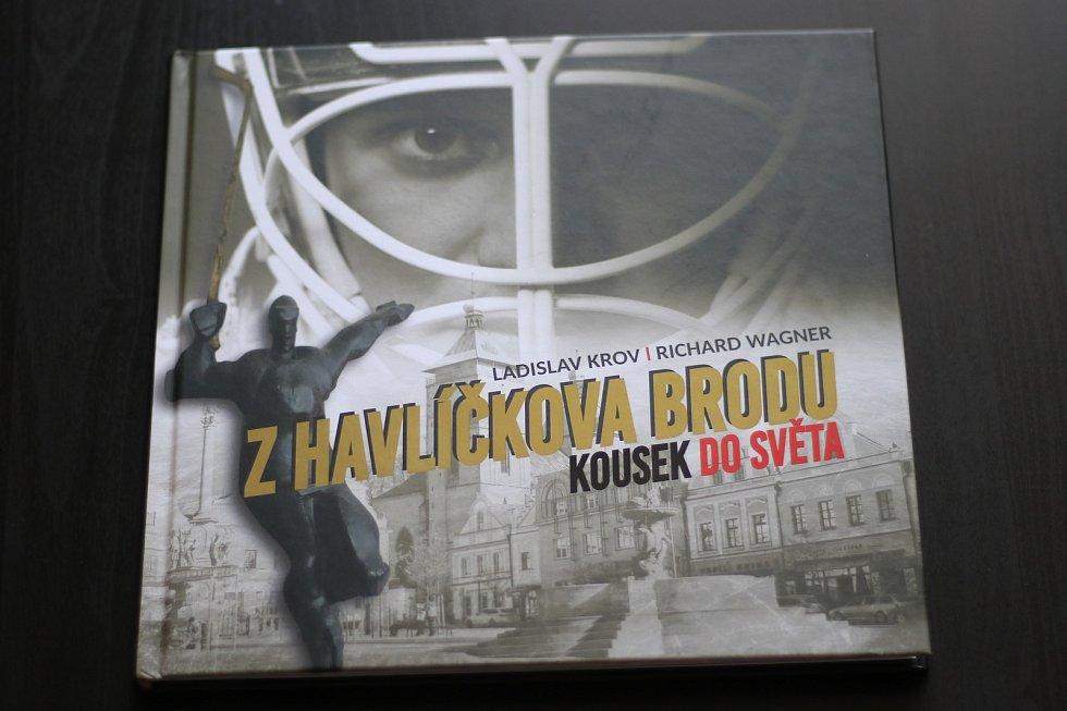 Kniha Z Havlíčkova Brodu kousek do světa.