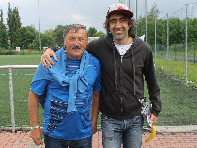 Fotbalovou radost při turnaji v malé kopané Seni cup rozdával Antonín Panenka (vlevo) a Jakub Kohák.