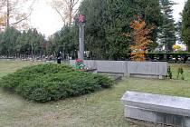 Ostatky neznámého vojáka Rudé armády jsou od 60. let minulého století uloženy na novém hřbitově pod stávajícím pomníkem rudoarmějců.