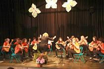 Kytarový orchestr se pod vedením Soni Brabcové schází jedenkrát týdně na zkoušku na ledečské Základní umělecké škole. Žáci se také účastní mnoha akcí, především pak těch, které pořádá umělecká škola.