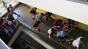 Školáci zažili útok teroristy. Vše ale bylo naštěstí jen jako