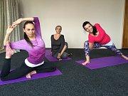 Prvky cvičení, jež vycházejí z jógy.