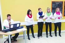Žáci ve škole U Trojice pořádali slavnost