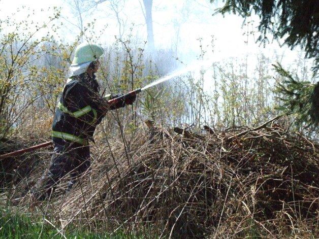 Celkem 15 větších požárů musely likvidovat hasičské jednotky po celé Vysočině.