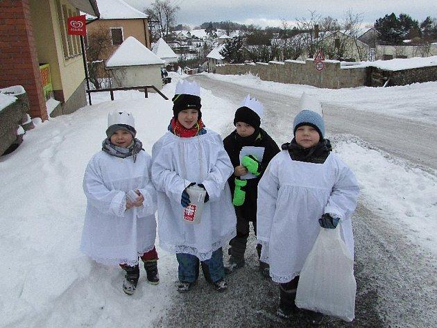 Na organizaci Tříkrálové sbírky se podílí také učitelé a školáci ze Základní školy a Mateřské školy Krásná Hora.
