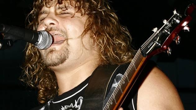 Jednou z kapel, která se Memoriálu Jardy Mrkvičky představí, je skupina Snakebite.