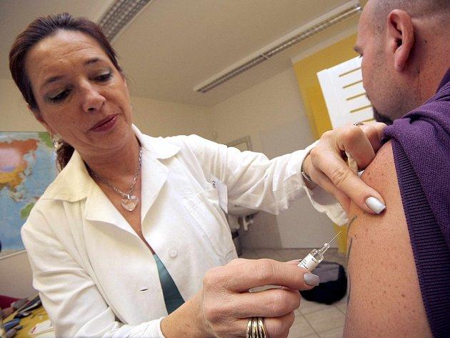 Očkování je jednou z možností prevence chřipky.