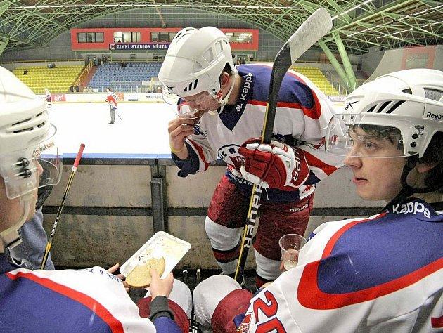 Hokejisté A–týmu HC Rebel Havlíčkův Brod si už po několikáté zahráli proti svým fanouškům, v pátek jim podlehli 20:22.