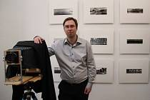 V čele Asociace fotografů a uživatelů temných komor stojí havlíčkobrodský rodák, absolvent obchodní akademie v Chotěboři, Leoš Stehlík. Žije a tvoří ve Velké Británii.