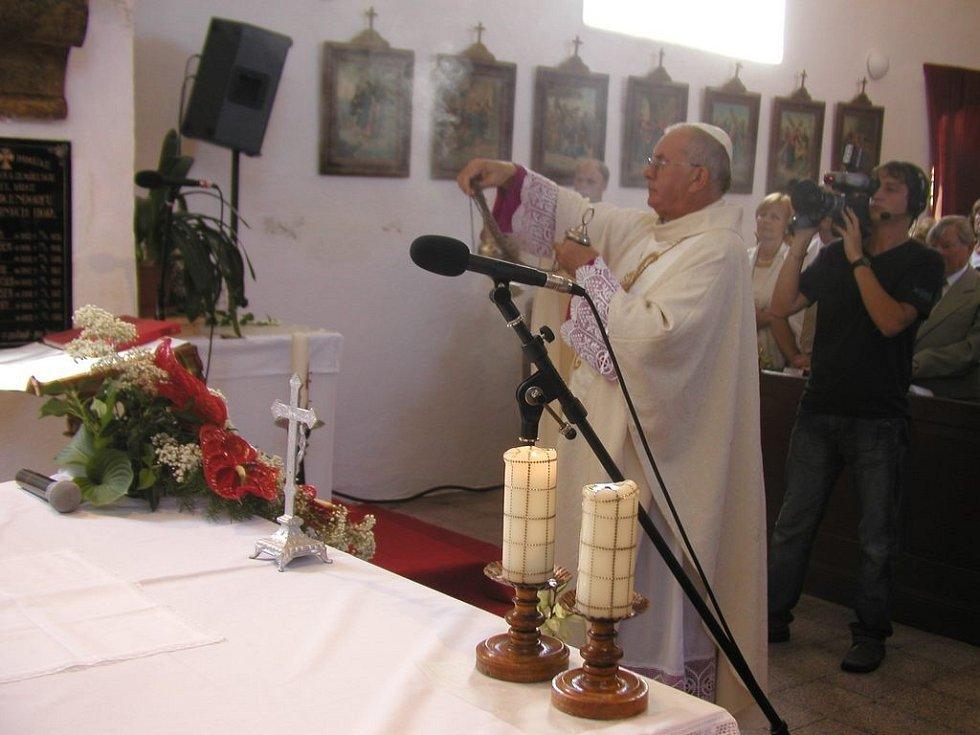 Posvěcením obecního  praporu, které provedl v místním kostele sv. Kateřiny Alexandrijské  opat želivského kláštera Ignác Kramár, začaly v sobotu 14. července dopoledne oslavy jaké obec Stříbrné Hory na Havlíčkobrodsku dlouho nepamatuje.