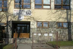 Základní škola ve Štokách je malá. Městys ji nechá přestavět.