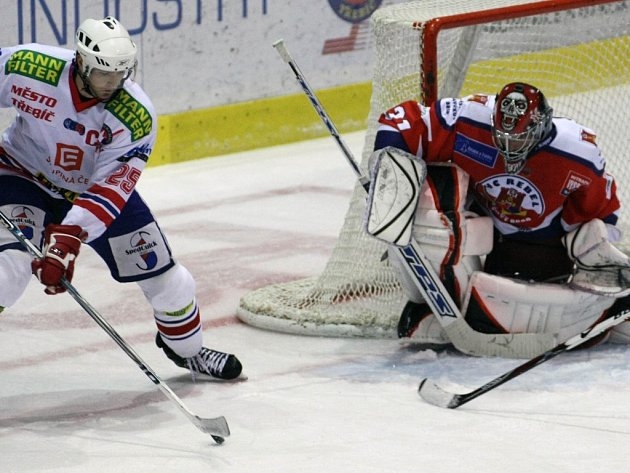 Brankář Stanislav Neruda byl pro třebíčské hokejisty nepřekonatelnou překážkou. Na ledě klubu, v němž dlouhá léta působil, pomohl Havlíčkovu Brodu k vítězství 3:0.