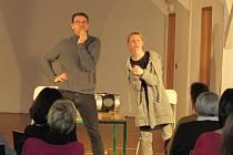Premiérové představení scénického čtení A taková to byla láska v Havlíčkově Brodě uvedl herec Lukáš Hejlík.
