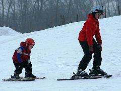 Do lyžařského areálu letos zavítalo více než osm tisíc lyžařů. Ilustrační foto.