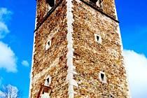 Výška gotické věže přesahuje 50 metrů.