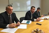 Vedení společnosti - zleva ředitel Jan Kadlec, předseda představenstva Pavel Policar a radní Tomáš Hermann.