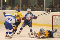 Světelští skláři ve druhém kvalifikačním zápase o druhou hokejovou ligu v domácím azylu v Humpolci remizovali s Božeticemi 2:2. Oba soupeři mají před odvetami na kontě stejný počet bodů, Světlá je druhá jen díky horšímu skóre.