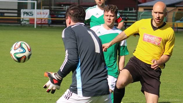 Jeden gól rozhodl derby mezi Ždírcem a Chotěboří. Úspěšným střelcem byl chotěbořský Bělovský, který se tak postaral o to, že gólman Stanislav Pometlo (na snímku) si musí na dvanáctou nulu ještě počkat.