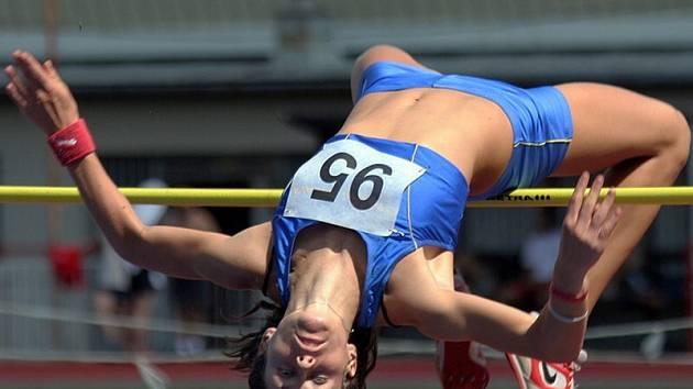 Skok pro vítězství. Kateřina Vodová byla v sobotu nejlépe bodující závodnicí Atletiky Jihlava. Kromě prvenství ve skoku vysokém obsadila ještě druhou příčku v dálce.