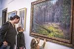 Obrazy Milana Lepešky jsou originální i díky rámům, které malíř dolaďuje přímo k plátnu.