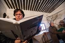 Křest knihy Nejstarší venkovské domy ve východních Čechách, který se uskutečnil ve Štáflově chalupě v Havlíčkově Brodě.