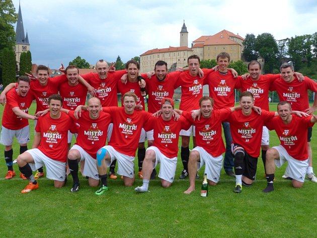 Vítězem I. A třídy se stali fotbalisté Ledče nad Sázavou (na snímku), kteří si po výhře nad Habry 7:1 zajistili postup do krajského přeboru.