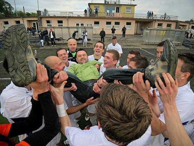 Havlíčkův Brod si v rekordním čase zajistil postup do divize. Jeho trenér Richard Zeman musel po závěrečném hvizdu podstoupit hobla.