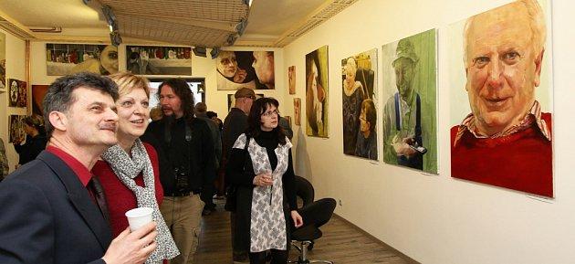 Jenom figury - tak se jmenuje výstava obrazů ruské absolventky Akademie výtvarných umění v Praze v Galerii Janáček ART v Přibyslavi.