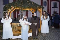 Závěrečný obraz představení Živého betlému.