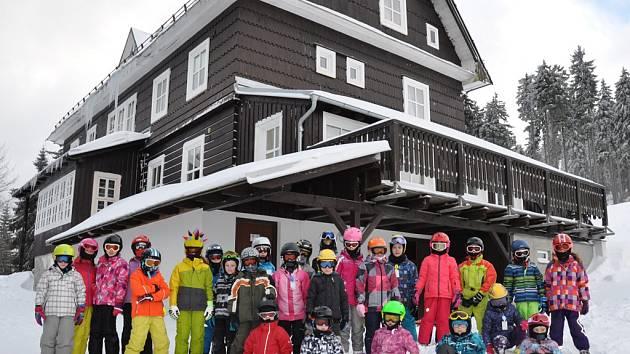 Již po osmé využily děti ze ZŠ Nuselská ubytování na chatě Kačenka na Šerlišském mlýně v Deštném v Orlických horách.