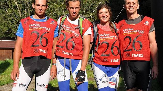Vítězný tým Czech Adventure Race 2010 AlpinePro/Nutrend/Merida  Tomáš  Petráček, Jaroslav Krajník, Bára Válková a Pavel Kurz.