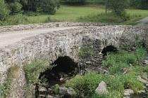 Historický kamenný most u Věžnice přežil staletí, jeho budoucnost je ale nejistá.