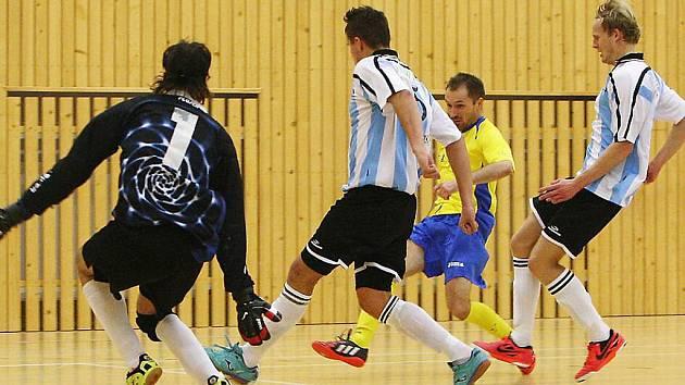 Sedmnáct branek bylo k vidění v druholigovém futsalovém zápase mezi chotěbořskou Bocou a Kadaní. Ta si z brodské sportovní haly odvezla příděl 14:3.