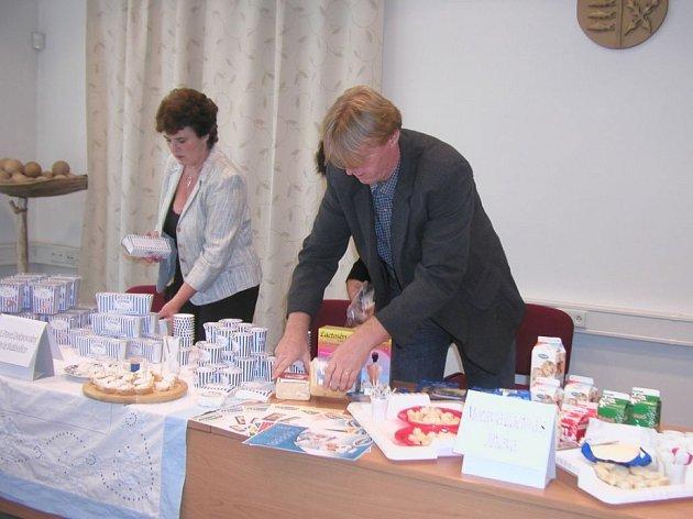 Kdo je nejlepší? Jako tradičně na soutěži v rámci přibyslavských Mlékárenských dnů hodnotí porota hlavně kvalitu a chuť výrobků.
