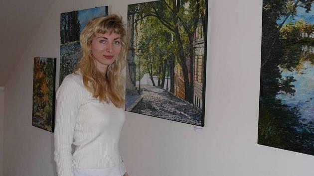 Martina Krupičková nemaluje, když se vrátí z práce naštvaná. Pro malbu prý musí mít energii.