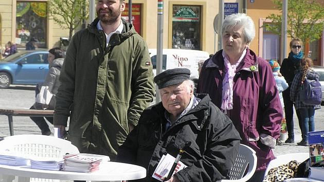 Lékař Jiří Koref (v popředí) je v Havlíčkově Brodě zažil holocaust na vlastní kůži.