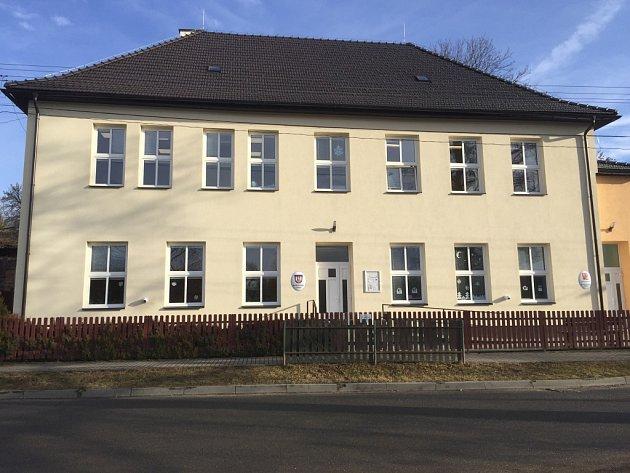 Škola ve Věžnici.