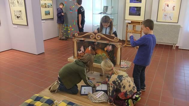 Děti mezi díly. Ilustrace je doménou především dětských knih, a proto brodská galerie nezapomněla  při přípravách výstavy ani na své nejmladší návštěvníky.
