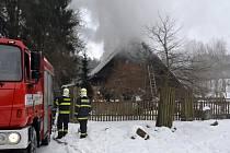 V oboře hořela lovecká chata, škoda se vyšplhala na 800 tisíc korun.