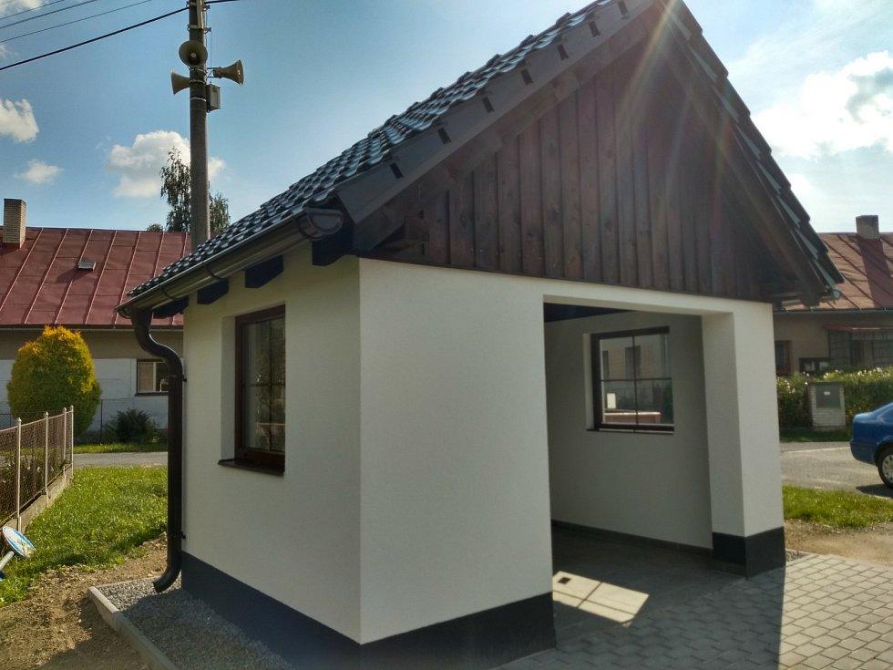 Čekárny v Horním a Novém Studenci.