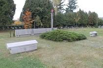 Zásadní proměnou projde v nadcházejících dvou letech vojenské pietní místo na havlíčkobrodském novém hřbitově. Stávající pomník z roku 1966 (na snímku) bude nahrazen novým. Stane se tak na podzim 2018.